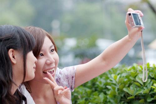 """小米联合美图发布女性定制手机""""小仙女"""",主打美颜拍照"""
