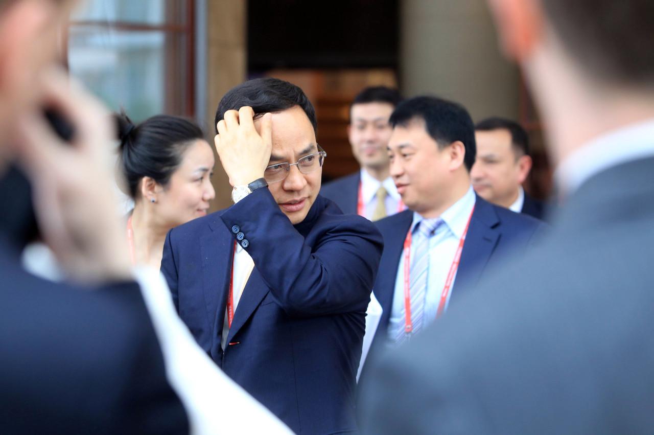 汉能集团欠薪半年 200余名职工聚集总部维权