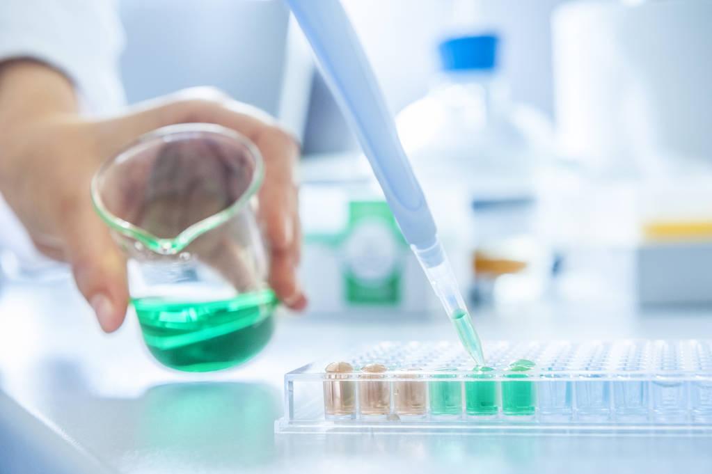 国家药监局发布关于14批次不合格化妆品的通告,包含迪彩染发膏