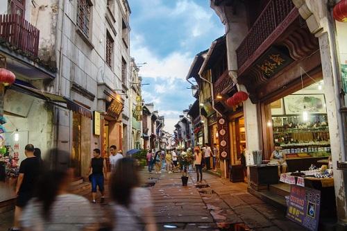 投中统计:2019年Q1中国消费服务行业市场数据报告